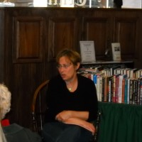 Libby at a Chicagoland Sisters in Crime meeting talking about publishing, May, 2013